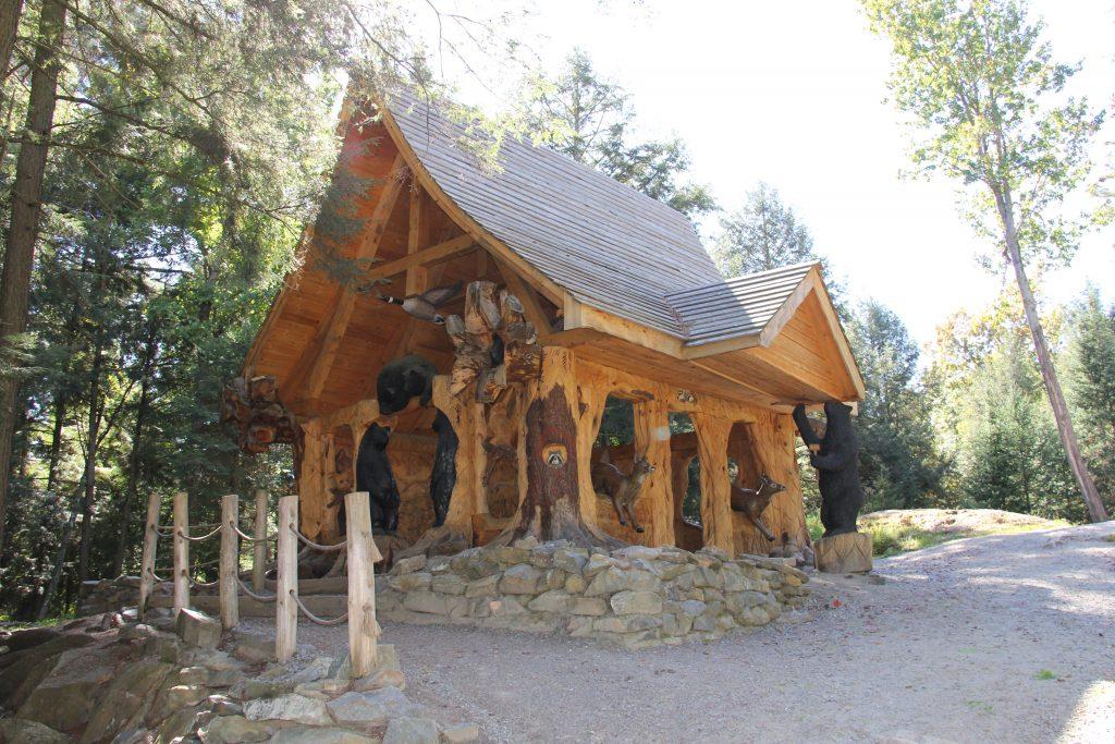 cabane sculptée